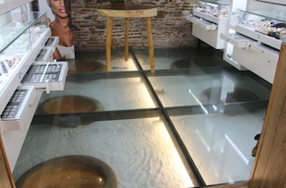 ALM Jewellers Glass Floor