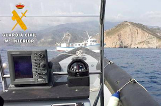 LHR Fishing boat caught poaching off Cerro Gordo