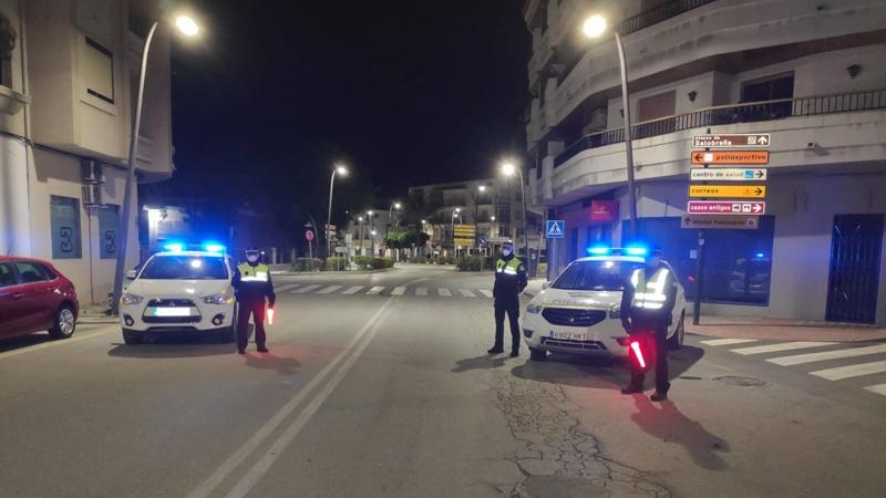 SAL Police Stop Traffic Entering