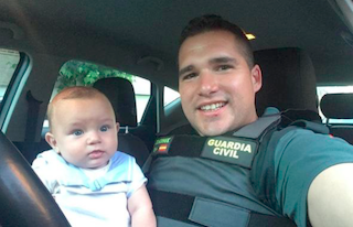 GRA Guardia Civil Saves Baby