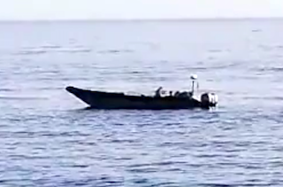GRA Guardia RIB fishing out Drug Packages