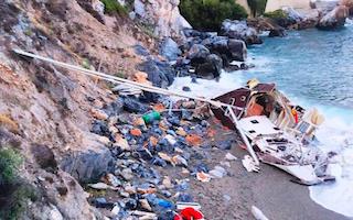 LHR Yacht Aground Now Wrecked